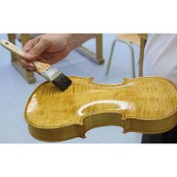 Akustik und Lackierung im Geigenbau