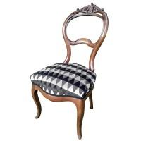 Polstern und Beziehen eines Stuhlsitzes